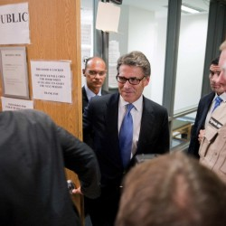 Lawyers for Texas Governor Rick Perry file motion to dismiss charges