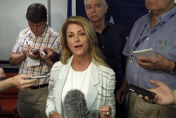 Texas Democratic gubernatorial nominee Wendy Davis talks to reporters at a news conference in Austin,Texas August 5, 2014. Davis supports a call backed by Republicans to have the United States pay to send National Guard troops to the border with Mexico but said on Tuesday the deployment was not a prudent use of resources.