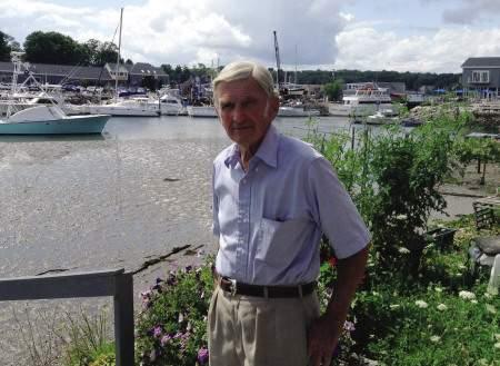 Frank Handlen visits the Performance Marina shipyard.