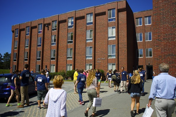 University of Maine students move into Oxford Hall during move-in day Friday.