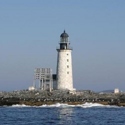 Maine lighthouse sells for $190,000 in online auction
