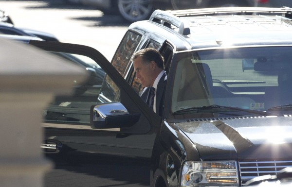 Former Republican presidential nominee Mitt Romney is pictured as he arrives at the White House for a private lunch with President Barack Obama at the White House in Washington, November 29, 2012.