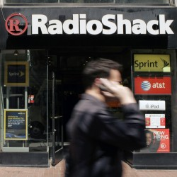RadioShack closing up to 1,100 stores; sales tumble 19 percent