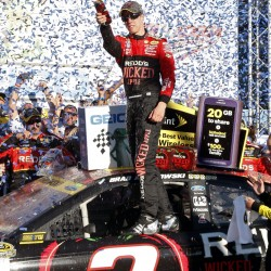 Kahne beats Edwards and Stewart to win at Phoenix