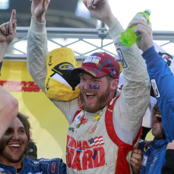 Kahne wins duel with Gordon at Pocono