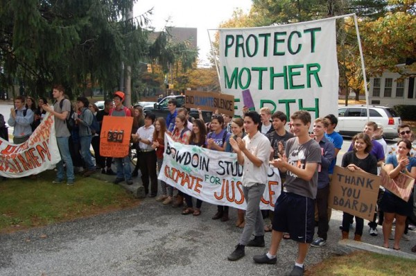 Following an October 17 meeting with the members of the Bowdoin College Board of Trustees, members of the student group Bowdoin Climate Action greeted the trustees. The students presented a plan for the college to divest from fossil fuels.