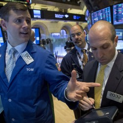 Dow retreats from 10-day rally; JPMorgan falters