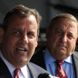 Christie brings promise of campaign cash to 2nd Maine visit with LePage