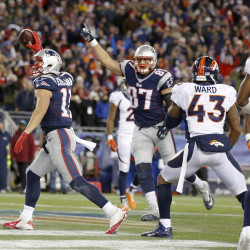 Gronkowski's 3 TDs lead Pats over Colts 31-24