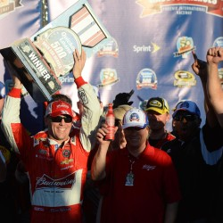 Johnson outqualifies title rivals Hamlin, Harvick
