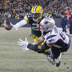 Connolly's KO return helps Pats beat Packers 31-27