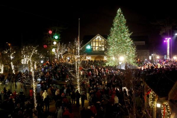 it s awe inspiring l l bean christmas tree holiday light music