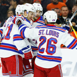 Rangers rally to beat Flyers 3-2 in Winter Classic