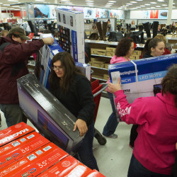 Dismal holiday sales at Macy's and Kohl's cast gloom over sector