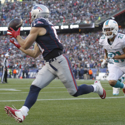 Pats rally from 14-point deficit, beat hapless Dolphins 27-17