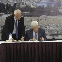 Palestinians submit UN statehood bid