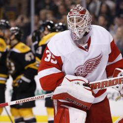 Quick start propels Bruins past Red Wings to tie series
