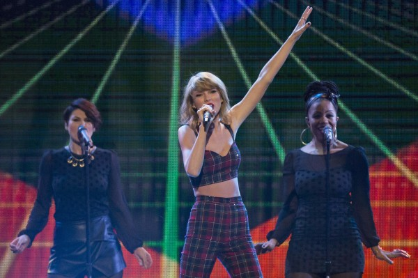 Taylor Swift's '1989' edges out 'Frozen' for year's top