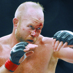 Lincolnville native Boetsch rallies to knockout victory in UFC Bangor battle