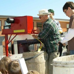 PI students learn old-fashioned way to pick potatoes