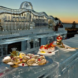 The chill scene at the Glacier Ice Bar and Lounge features oysters and caprese salads. The Samoset Resort attracts crowds for two weekends during the low season.