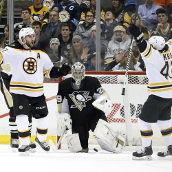 Bruins score 4 in final 3½ minutes, beat Penguins