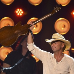 Country star Kenny Chesney makes Bangor crowd 'feel like rock stars'