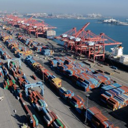 Ports, longshoremen to resume talks to avoid strike