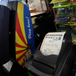 Powerball lottery jackpot reaches $425 million