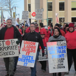 Striking Shaw's workers accept new contract