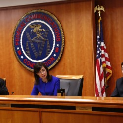 FCC votes to advance repeal of net neutrality rule