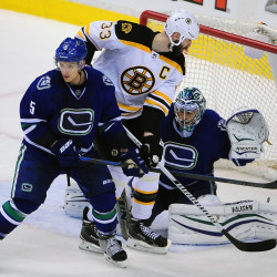 Canucks score 4 power-play goals, beat Bruins 4-3