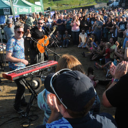 Fans flock to Bangor Waterfront for Ben Folds Five, Barenaked Ladies, Guster