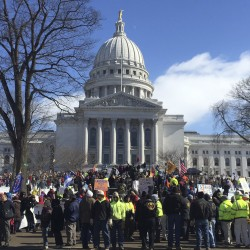 Michigan Republicans confront unions over 'right-to-work'