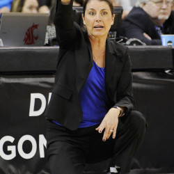 UConn women defeat Duke, 61-45