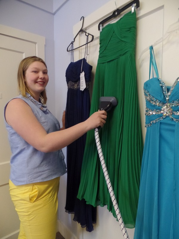 Student-run dress drive in Bath aims to make prom affordable ...