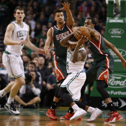 Aldridge helps Blazers beat up Celtics