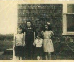 Dale Lincoln as a child, left, with David Lincoln, Ruth Lincoln MacKechnie and Marilyn MacGregor Reiff in the summer of 1944, outside his home in Perry.