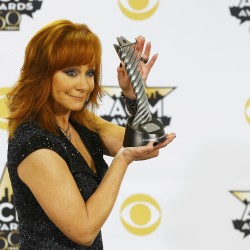 Country queen Reba McEntire warms up Waterfront