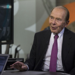 Ex-AIG CEO's company suing government over bailout