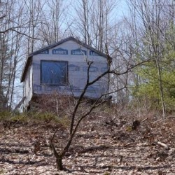 This is what its like to live in a tiny house in Maine