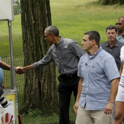 Obamas begin vacation on Martha's Vineyard
