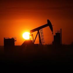 Congress kills US oil export ban, boosts solar, wind power