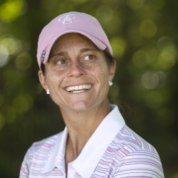 Leslie Guenther leads Pennie Cummings by 1 after second round at Maine Women's Amateur golf