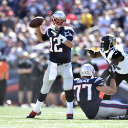 Patriots score 2 touchdowns in final 61 seconds, nip Browns 27-26; Gronkowski injures knee