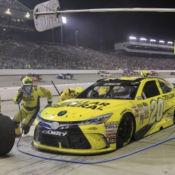 Kenseth grabs win at Charlotte to move up in Chase