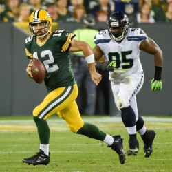 Lynch, Seahawks cruise past Packers in opener