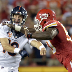 Manning guides Broncos past Chiefs