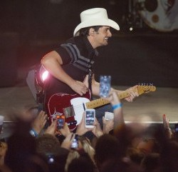 'Flat Daddies' at Brad Paisley concert revealed as Maine-based soldiers with 133rd battalion