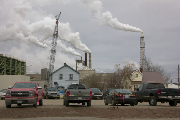 Union authorizes strike of paper mill workers at Woodland Pulp